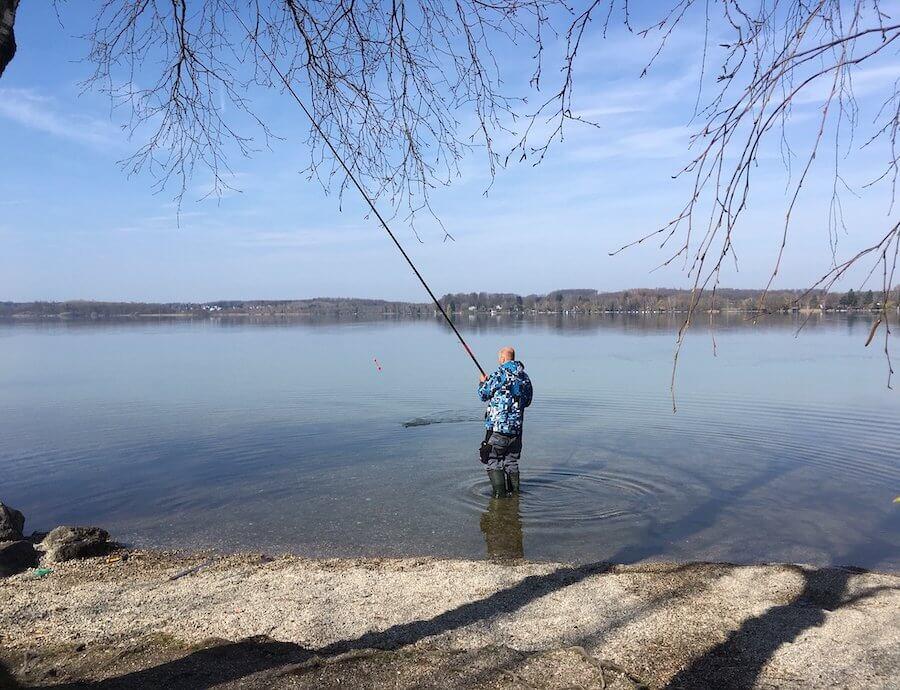 Beim milden Frühlingswetter angelt es sich angenehmer. Foto: Ulrike Ziegler