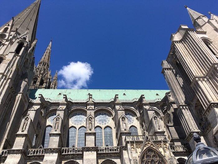 Damals durften wir für die Dreharbeiten hoch oben am Dach entlang laufen. Foto: Ulrike Ziegler
