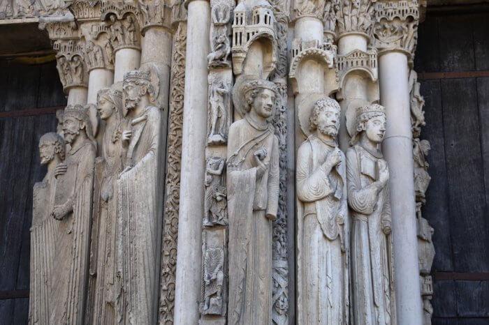 Die gotischen Die gotischen Statuen an den Portalen der Kathedrale sind gut erhalten. Foto: Stephan Bleek