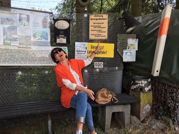 Warnschilder im DDR-Grenzmuseum. Foto: Ulrike Ziegler