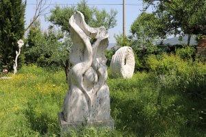 Ein Garten voller Skulpturen. Foto: Stephan Bleekd Haus der Freunde warenvoller Skulpturen. Foto: Stephan Bleek