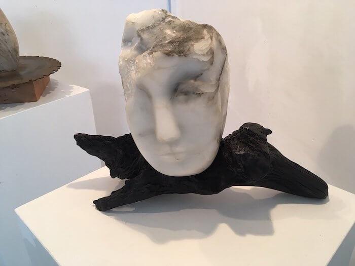 """Die Skulptur """"Kopf"""" aus Alabaster – eins der drei Stücke, die ich für die Ausstellung ausgsucht habe. Foto: Ulrike Ziegler"""