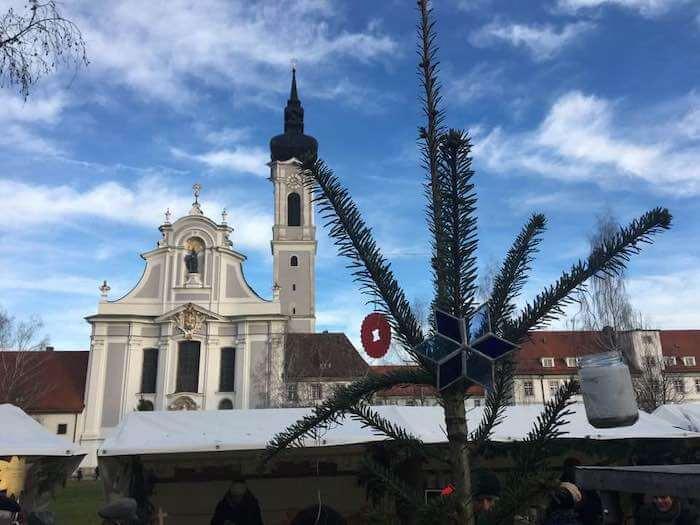 Die Fassade des Marienmünsters in Dießen. Foto: Anne Bauer