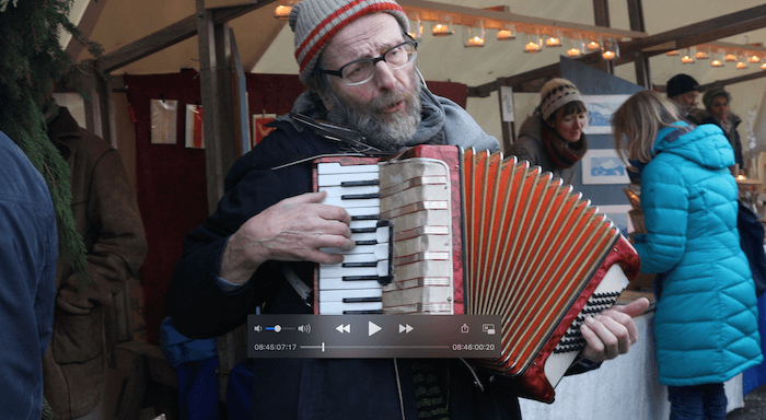 Walter mit seiner Harmonika. Standfoto. Stephan Bleek