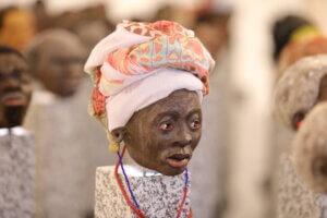 Ein Frauenkopf aus der Installation »Menschen«. Foto: Stephan Bleek